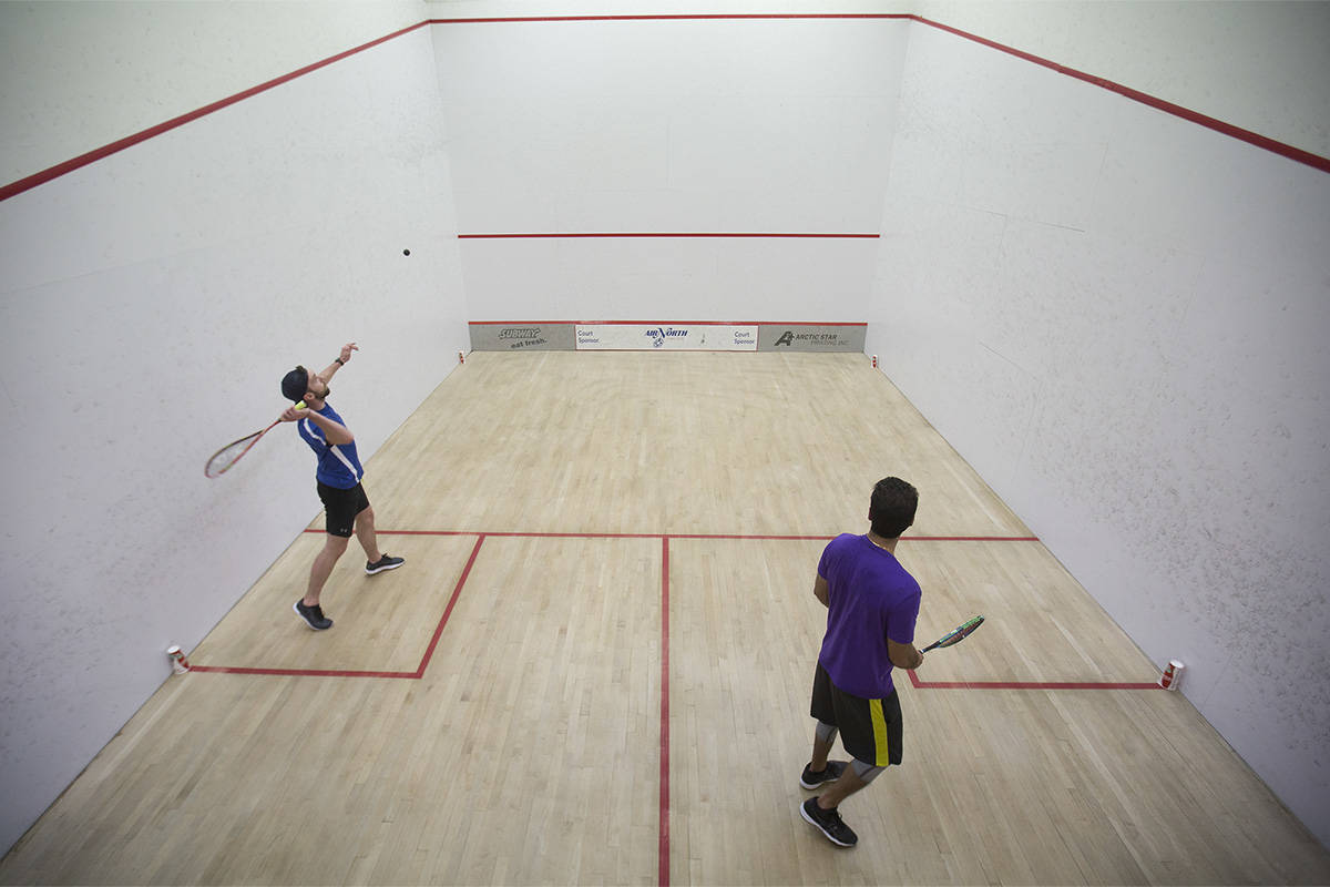 how to serve in squash